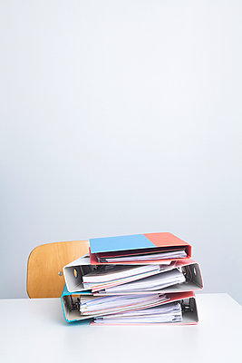 Work is waiting - p454m1223913 by Lubitz + Dorner