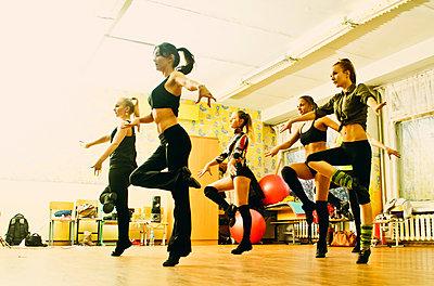 Caucasian dancers rehearsing in studio - p555m1412354 by Aleksander Rubtsov