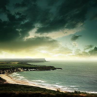 Küste von Inishmore  - p1038m1573029 von BlueHouseProject
