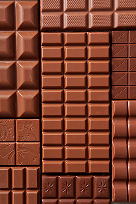 Whole milk chocolate - p454m1041015 by Lubitz + Dorner