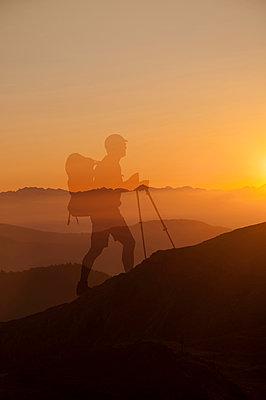 Sonnenaufgang am Penser Joch - p470m2089751 von Ingrid Michel