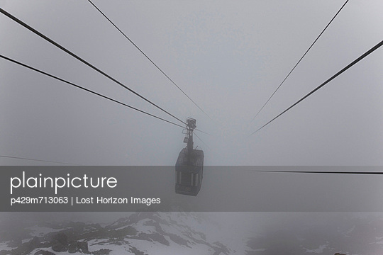 Ski lift on wires in fog - p429m713063 by Lost Horizon Images