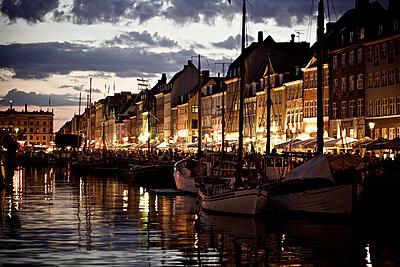 Nyhavn - p586m973081 by Kniel Synnatzschke