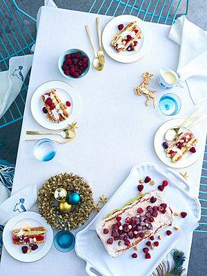 Tray of raspberry macadamia vacherin layer cake on christmas table - p429m872948 by BRETT STEVENS