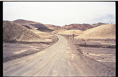 Portail du désert Mojave - p911m945442 by Gaëtan Rossier