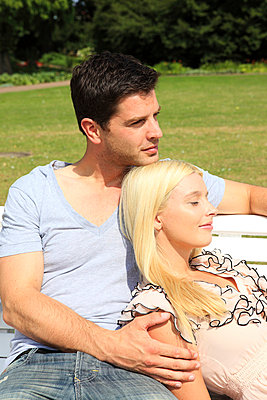 Couple in love - p0452567 by Jasmin Sander