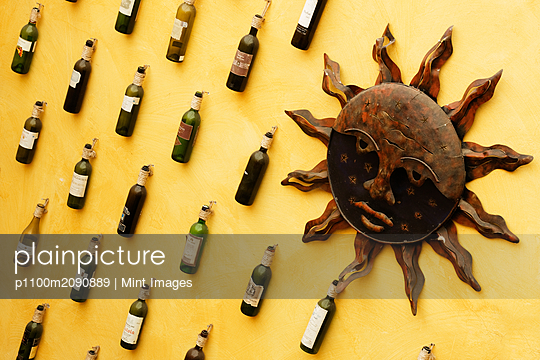 Restaurant Wall - p1100m2090889 by Mint Images