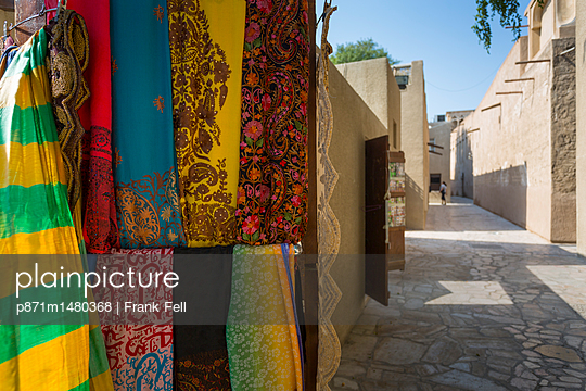 Narrow street and fabric shop in Al Fahidi Historical Centre, Bur Dubai, Dubai, United Arab Emirates, Middle East - p871m1480368 by Frank Fell