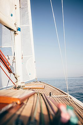 Deck and sail of sailboat on water - p429m1105662 by JFCreatives