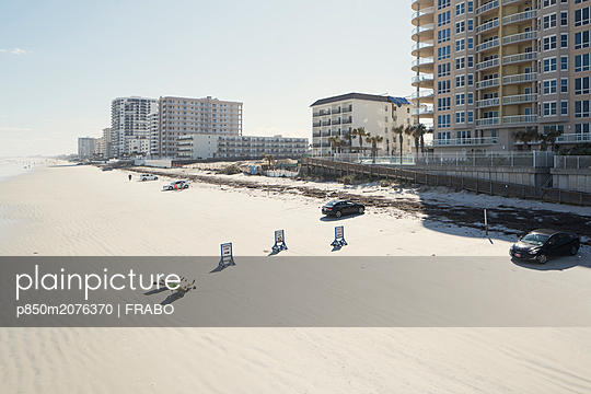 High rise buildings on the beach - p850m2076370 by FRABO