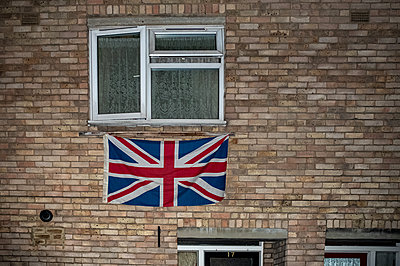 Great Britain, London, National flag on a building - p1291m2297081 by Marcus Bastel