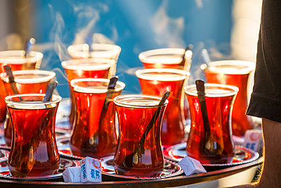 Tray containing glasses of tea, Istanbul, Turkey - p651m2151959 by Jon Arnold