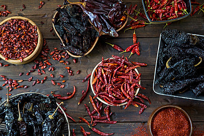 Assortment of Dried Hot Peppers, High Angle View - p694m872868 by Stacy Howell photography