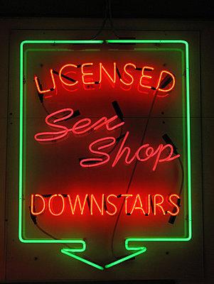 Sex Shop - p1028m883289 von Jean Marmeisse