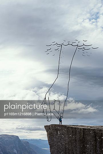 Wolken und die imaginäre Hand Gottes  - p1165m1216898 von Pierro Luca