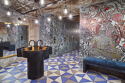 Sanitary area in a restaurant - p390m1510865 by Frank Herfort