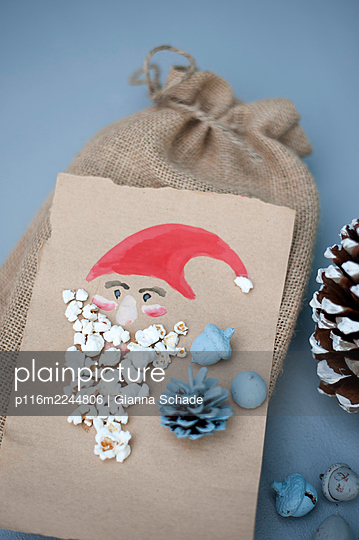 DIY Geschenkverpackung - p116m2244806 von Gianna Schade