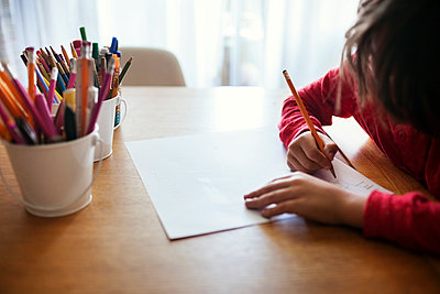 Boy drawing on paper at table - p1166m1154169 by Cavan Images
