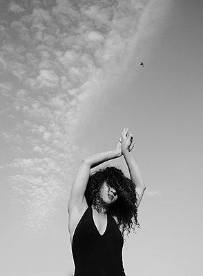 Sexy woman wearing black swimsuit - p1229m2081593 by noa-mar