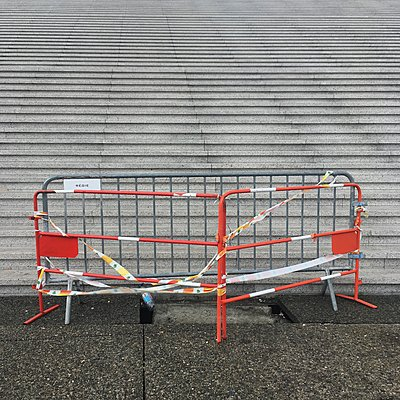 Cordoned flight of stairs, La Défense, Paris - p1401m2172397 by Jens Goldbeck