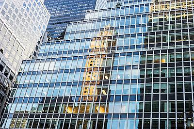 Reflection in office buildings, Park Avenue, Midtown, Manhattan, New York, USA - p1316m1422446 by Daniel Schoenen