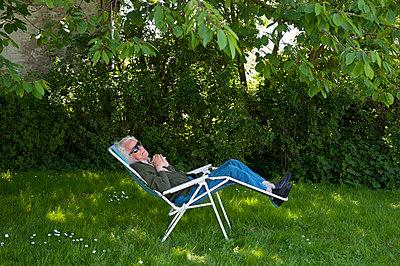 Sunbathing - p896m835506 by Sabine Joosten