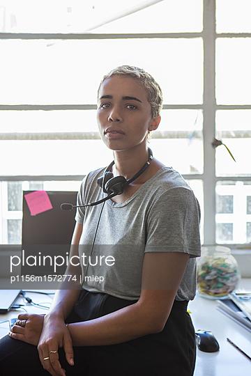 Frau mit Headphone - p1156m1572774 von miep