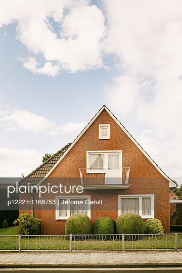 Hausfassade in Leer - p1222m1168753 von Jérome Gerull