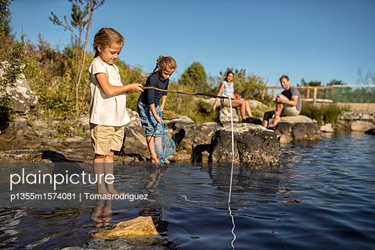Familie am See - p1355m1574081 von Tomasrodriguez