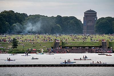Germany, Hamburg, City Park - p229m2204245 by Martin Langer