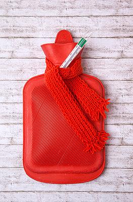 Wärmeflasche - p382m1185319 von Anna Matzen