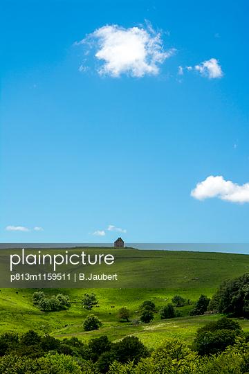Abgelegener Bauernhof in Frankreich - p813m1159511 von B.Jaubert