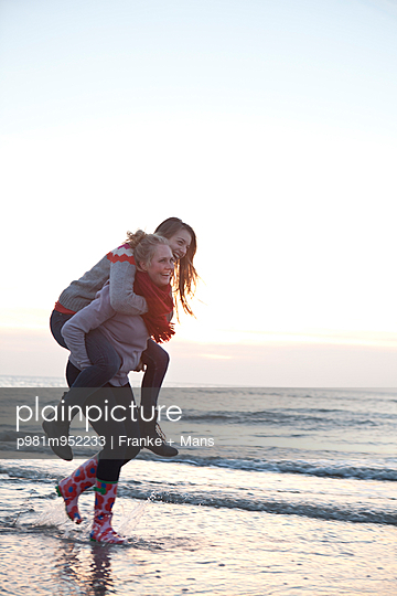 Piggyback - p981m952233 by Franke + Mans