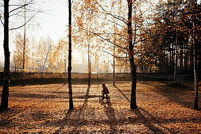 Little girl riding bicycle in autumnal park - p300m2139837 by Ekaterina Yakunina