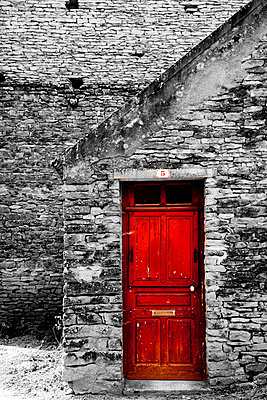 Red door - p248m908356 by BY