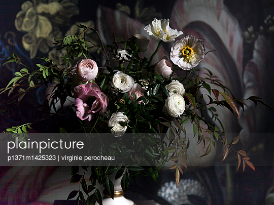 Bouquet blanc et rose - p1371m1425323 by Virginie Perocheau