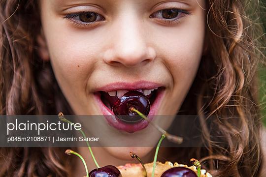 p045m2108871 by Jasmin Sander