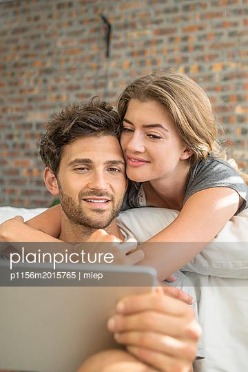 Paar im Bett - p1156m2015765 von miep