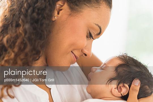 Hispanic mother holding infant son - p555m1452640 by JGI/Tom Grill
