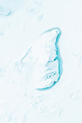 Frozen Iceberg as seen from above in Greenland - p1634m2210373 by Dani Guindo