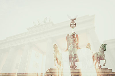 Germany, Berlin, Brandenburger Tor, double exposure - p300m1153470 by Christine Müller