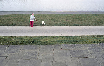 woman walking her dog - p3880300 by Ulrike Leyens
