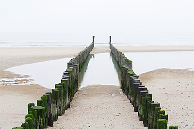 Tide, Domburg, Netherlands - p666m953165 by Sennaa