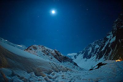 In der Nacht - p829m715937 von Régis Domergue