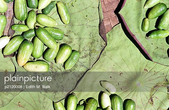 Gemüse auf Blättern - p2120008 von Edith M. Balk