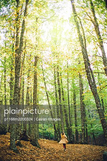 Beautiful girl runs in nature - p1166m2200324 by Cavan Images