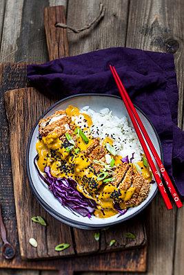 Katsu Curry with chicken escalope - p300m1537695 by Susan Brooks-Dammann