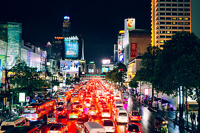 Rush hour in a street of Bangkok, Thailand, Southeast Asia - p934m1451157 by Dzung Le photography