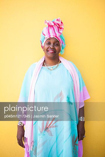 Südafrikanische Lady - p045m1217345 von Jasmin Sander
