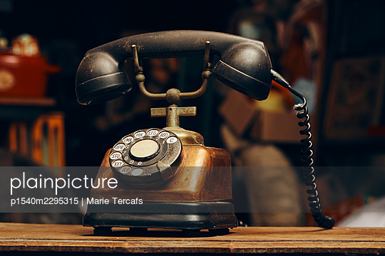 Old telephon - p1540m2295315 by Marie Tercafs